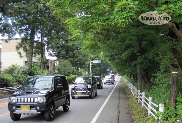 1608121東武日光駅前の日光街道