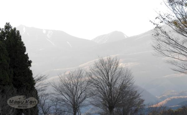 1612032大谷川から見える女峰山